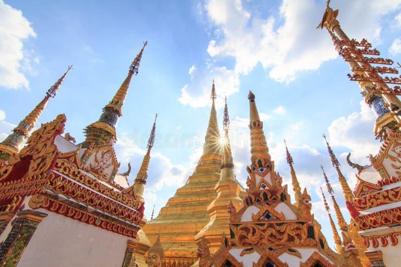 Pagode dourado em Wat Phra Borommathat fotografia de stock