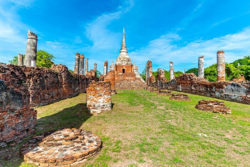 Pagode e templo arruinados velhos em Tailândia foto de stock