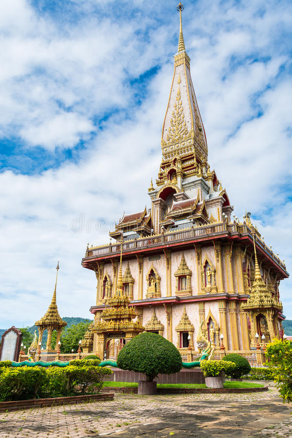Pagode grande no templo do chalong, phuket, Tailândia imagens de stock royalty free