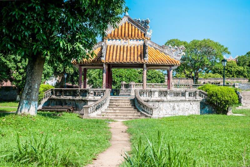 Pagode innerhalb der purpurroten Verbotenen Stadt in der Farbe, Vietnam stockbild