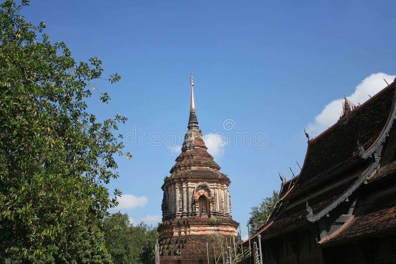 Pagode an Lok Molee-Tempel auf schönem blauem Himmel in Chiang Mai, Thailand lizenzfreie stockfotografie