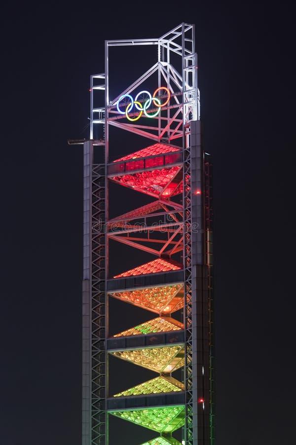 Pagode na noite, parque olímpico de Ling Long, Pequim, China foto de stock