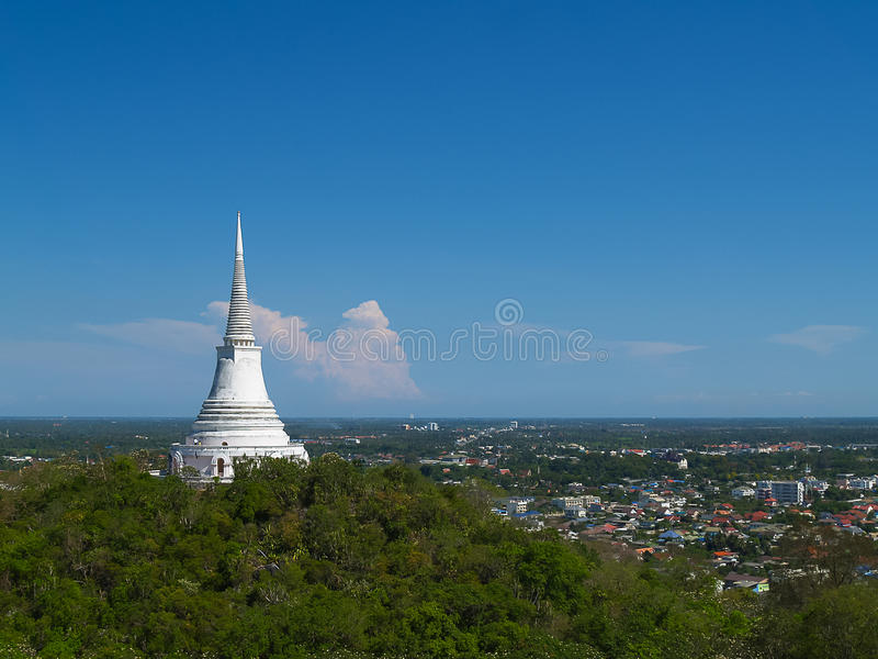 Pagode op bergbovenkant in Khao Wang Palace; Thailand stock foto