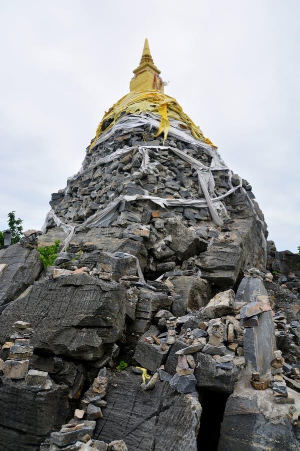 Pagode que contém as relíquias, si Chang de Ko fotos de stock royalty free