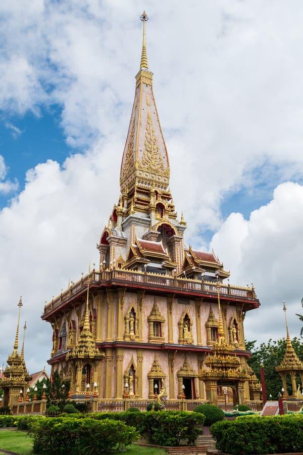 Pagode santamente no templo do chalong imagem de stock