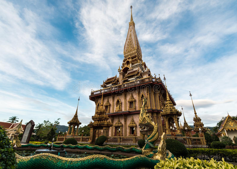 Pagode santamente no templo do chalong foto de stock royalty free