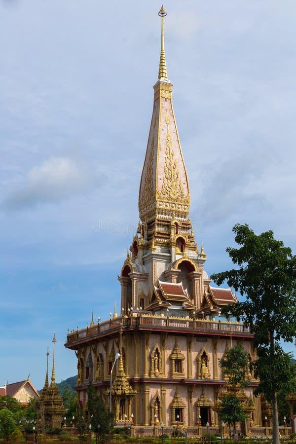 Pagode santamente no templo do chalong, Phuket, Tailândia fotos de stock royalty free