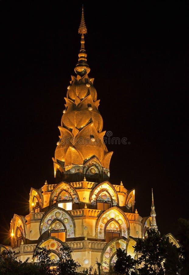 Pagode, templo público em Phetchabun Tailândia & x22; Wat Phra That Pha Son Kaew& x22; Cena do _Night fotografia de stock royalty free
