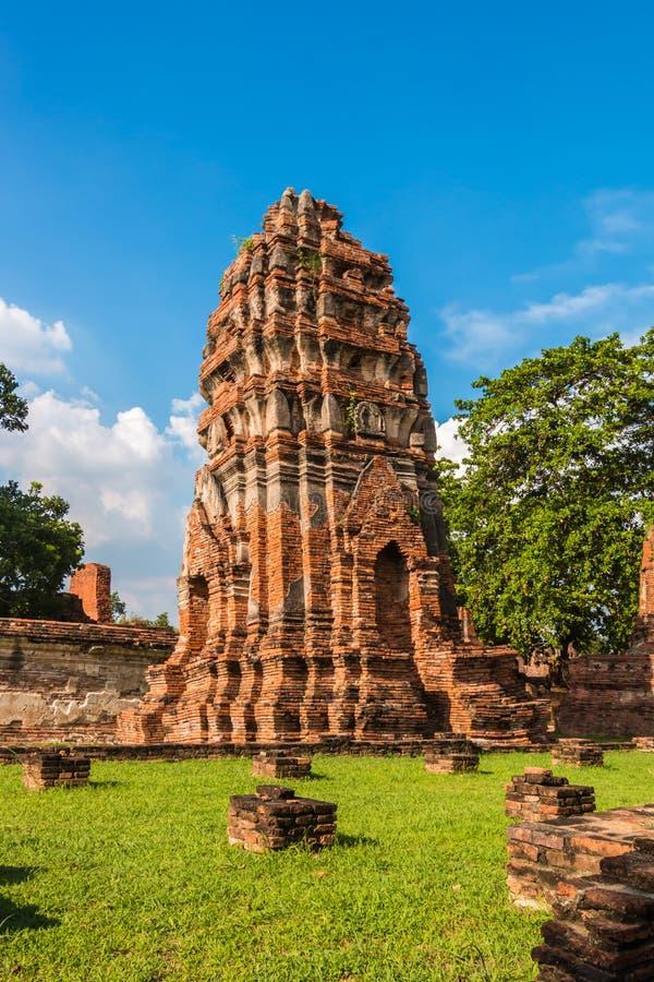Download Pagode Und Buddha-Status Bei Wat Yai Chaimongkol Stockbild - Bild von tropisch, bügel: 47100453