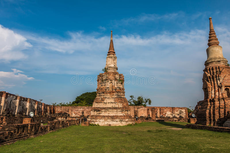 Download Pagode Und Buddha-Status Bei Wat Yai Chaimongkol Stockfoto - Bild von buddha, buddhismus: 47100732