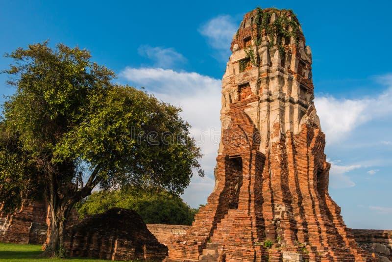 Download Pagode Und Buddha-Status Bei Wat Yai Chaimongkol Stockfoto - Bild von ziegelstein, historisch: 47100870