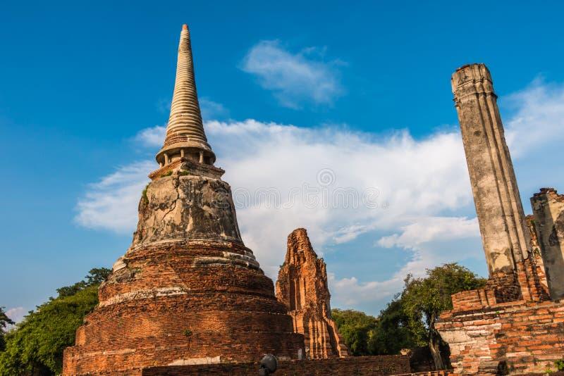 Download Pagode Und Buddha-Status Bei Wat Yai Chaimongkol Stockbild - Bild von tropisch, bügel: 47101021