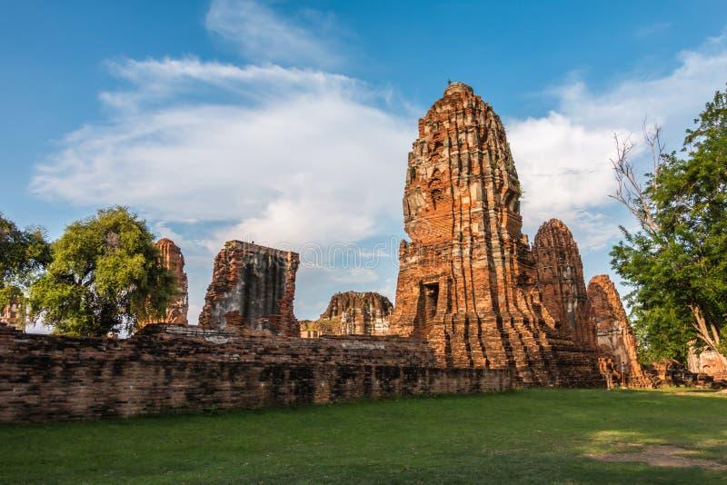 Download Pagode Und Buddha-Status Bei Wat Yai Chaimongkol Stockfoto - Bild von thailand, gebäude: 47101186