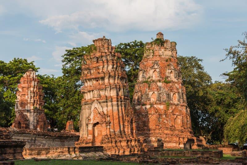 Download Pagode Und Buddha-Status Bei Wat Yai Chaimongkol Stockbild - Bild von asien, kambodscha: 47101249