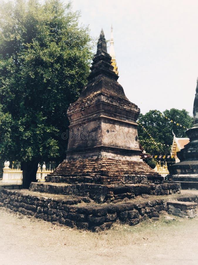 Pagode velho em Pra que templo de Phuan do golpe na província de Nong Khai de Tailândia fotografia de stock