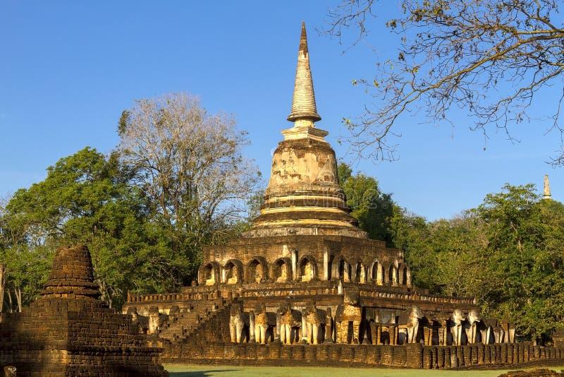Pagode velho Wat Chang Lom e céu macio imagens de stock