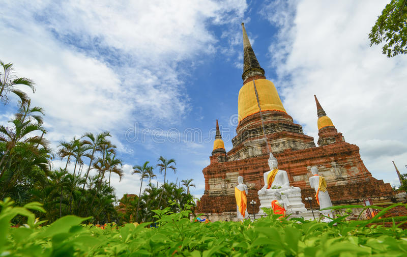 Pagode von Wat Yai Chaimongkol stockbild