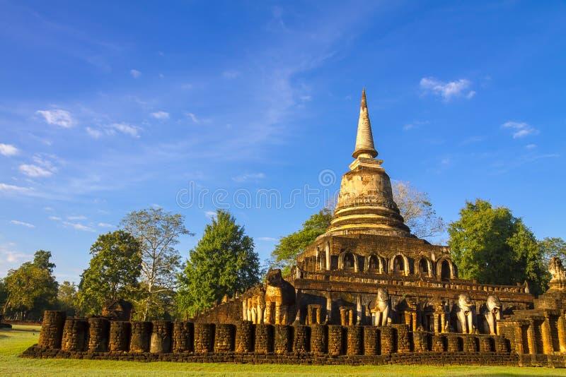 Pagode Wat Chang Lom e céu brilhante foto de stock
