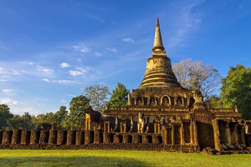 Pagode Wat Chang Lom e céu claro fotografia de stock royalty free
