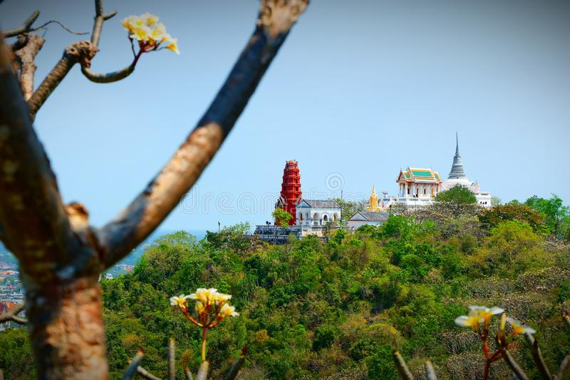 Pagoden av templet p? den h?ga bergstoppet royaltyfri foto