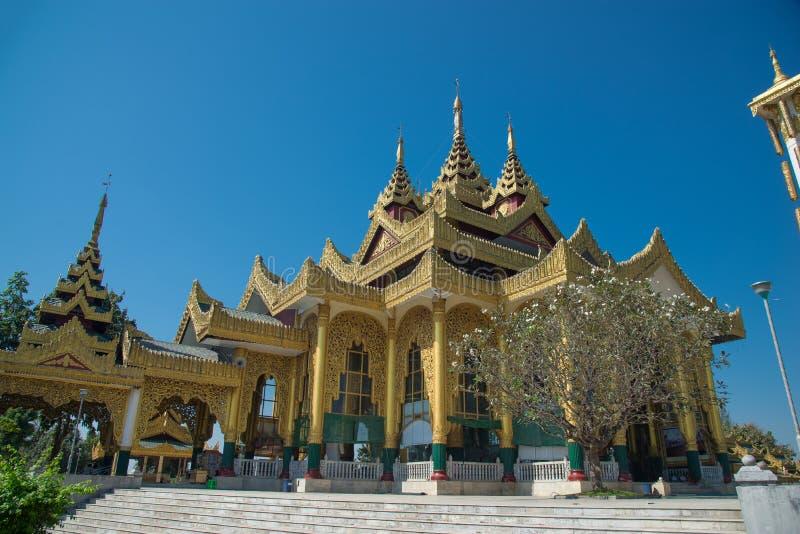 Pagoden-größtes Marmor-Buddha-Bild Kyauk Taw Gyi in Birma Die Pagode Kyauk Taw Gyi auf Mindhama-Hügel nahe Rangun-Flughafen bekan lizenzfreies stockbild