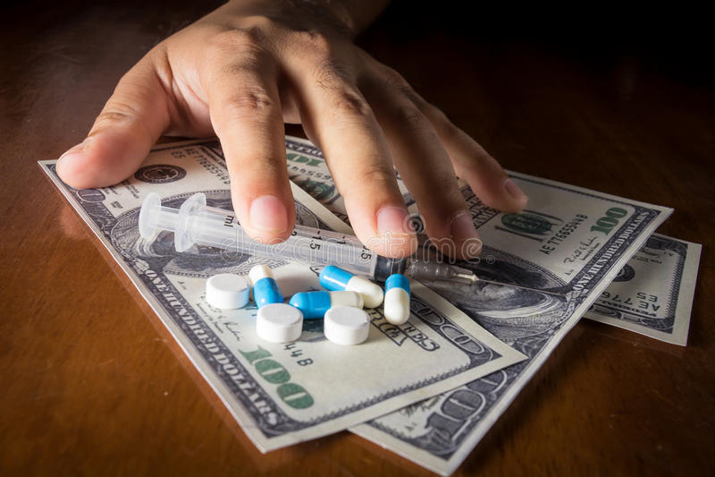 Pague el dinero buena atención sanitaria, el apego social y concentrado médico imágenes de archivo libres de regalías