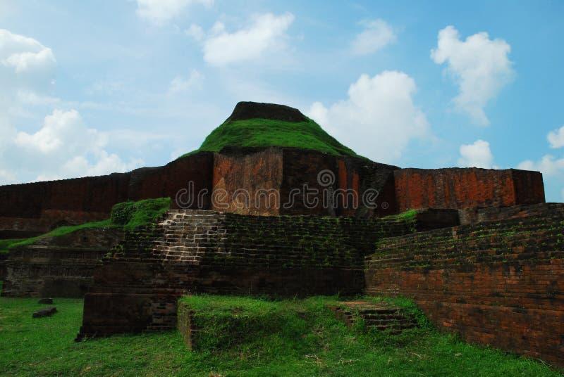 Paharpur Bihar arkeologiska platser i Bangladesh royaltyfri fotografi