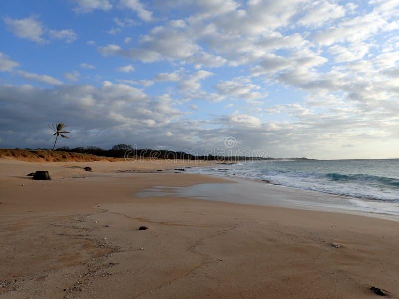 Pahohaku-Strand an der Dämmerung stockfotografie