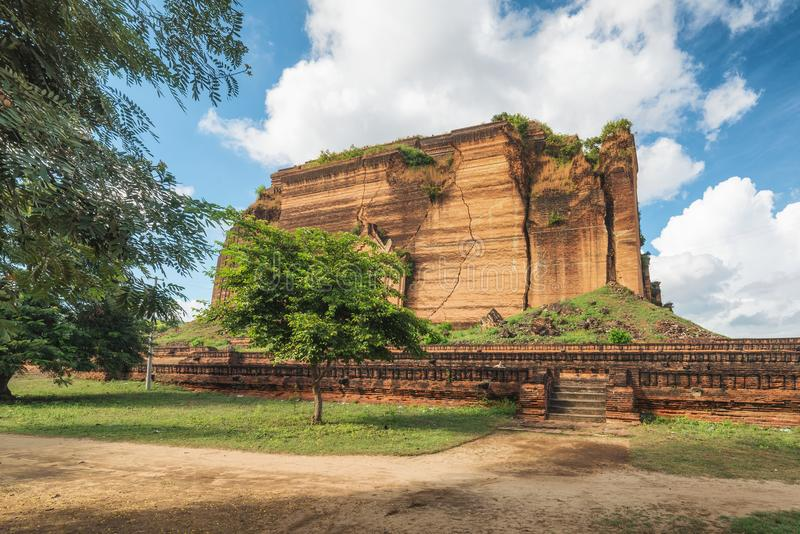 Pahtodawgyi Pagoda, Mingun, not far from Mandalay, Myanmar. Pahtodawgyi Pagoda is an incomplete stupa in Mingun on the west side of the Irrawaddy River stock images
