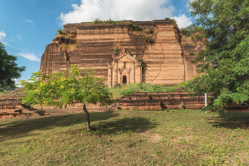 Pahtodawgyi Pagoda, Mingun, not far from Mandalay, Myanmar. Pahtodawgyi Pagoda is an incomplete stupa in Mingun on the west side of the Irrawaddy River stock photography
