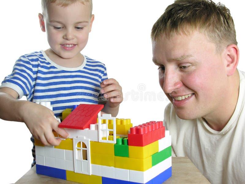 Pai com a casa da configuração do filho foto de stock royalty free