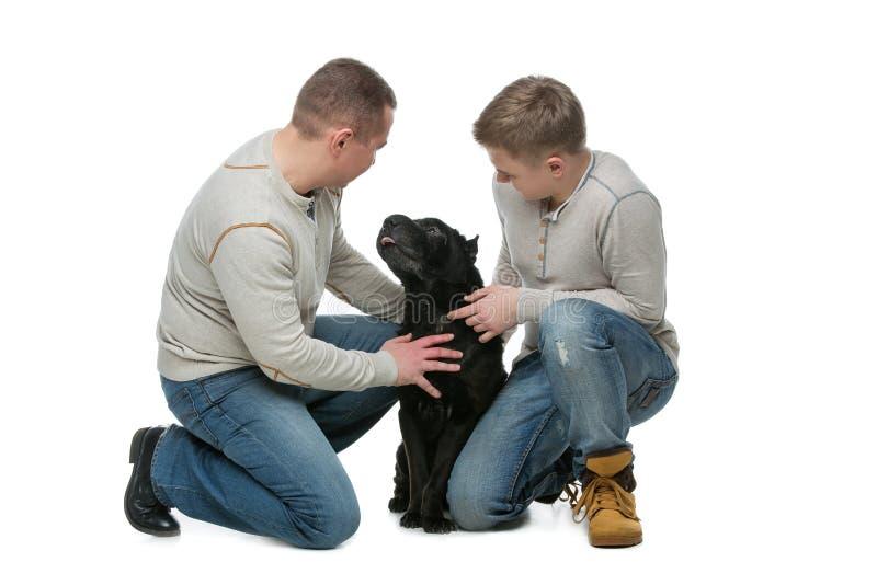 Pai com filho e cão foto de stock