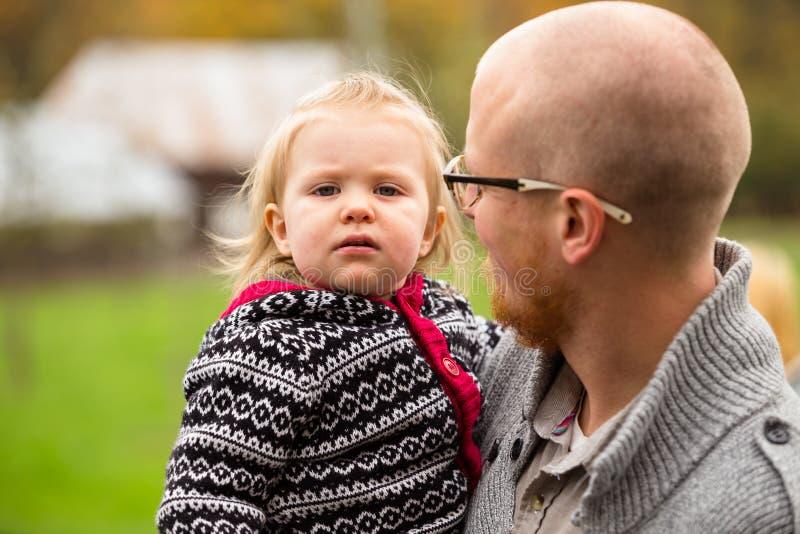 Pai Daughter Lifestyle Portrait foto de stock royalty free