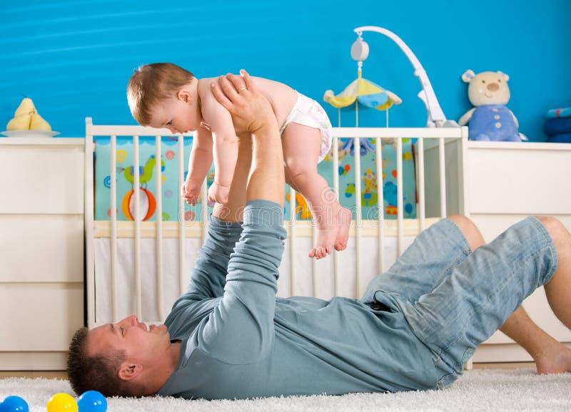 Pai e bebê foto de stock