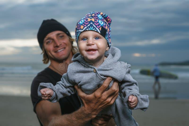 Pai e filha pequena foto de stock royalty free
