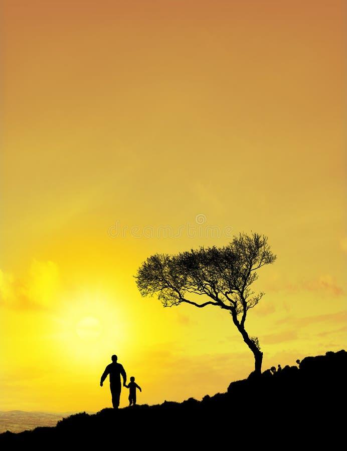 Pai e filho (céu de Sun) fotografia de stock