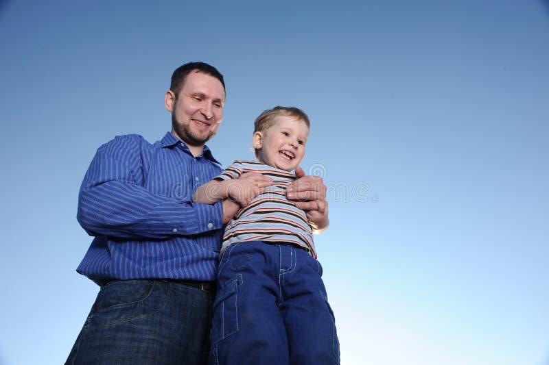 Pai e filho novos imagem de stock