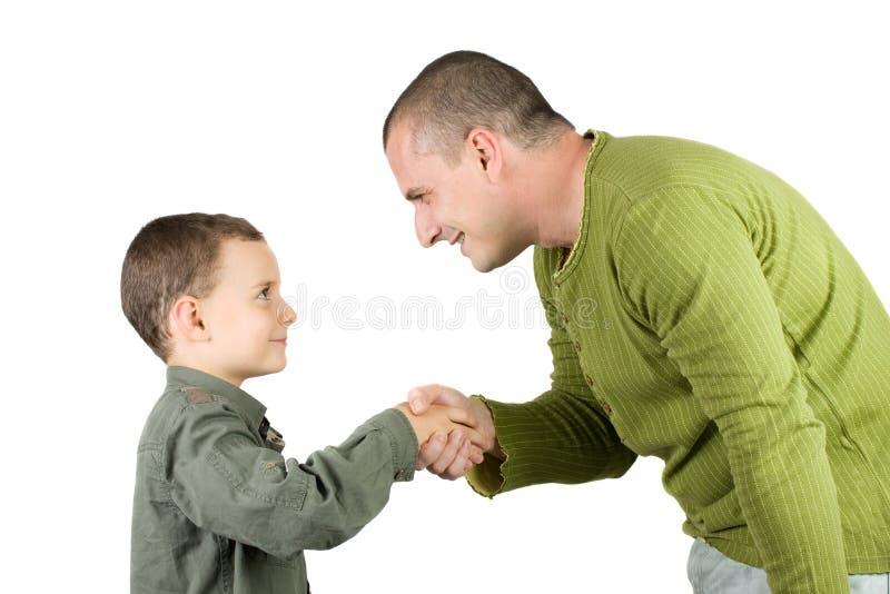 Pai e filho que agitam as mãos foto de stock
