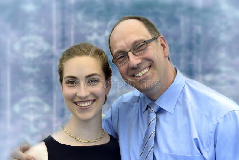 Pai e sua filha bonita fotografia de stock royalty free