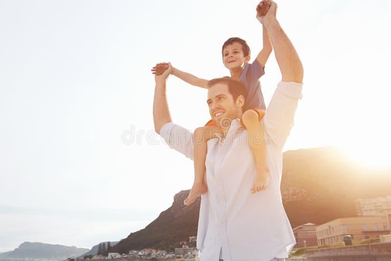 Pai loving do divertimento foto de stock royalty free