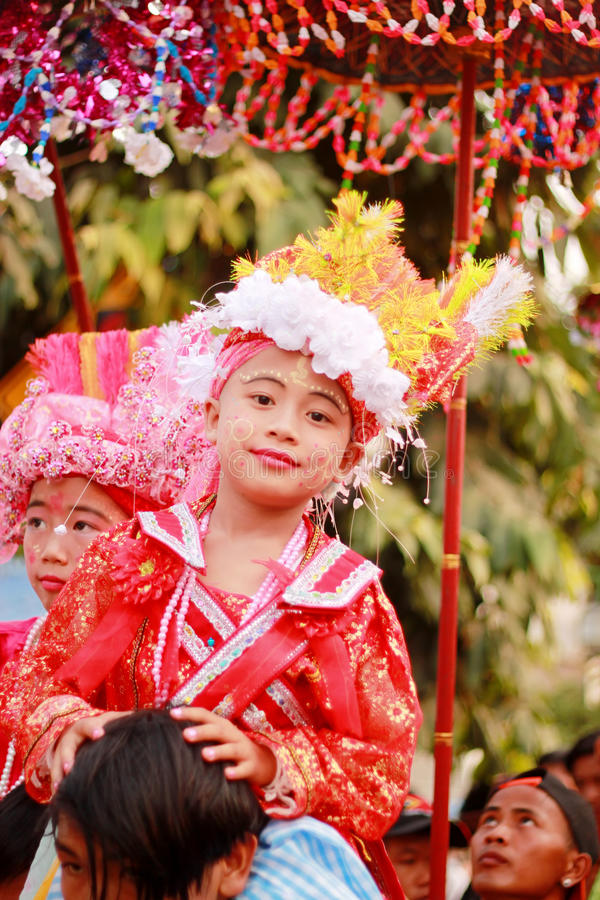 Pai MaehongsonThailand Το POI τραγούδησε το μακροχρόνιο φεστιβάλ 3.2016 Απριλίου στοκ εικόνα