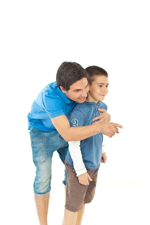Pai que aponta afastado a seu filho fotografia de stock royalty free