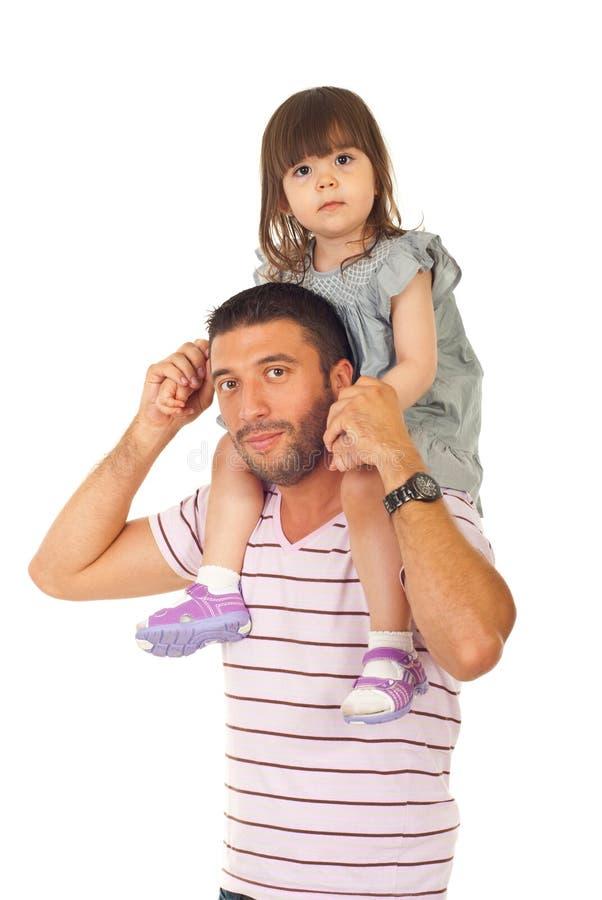 Pai que dá às cavalitas a sua filha foto de stock