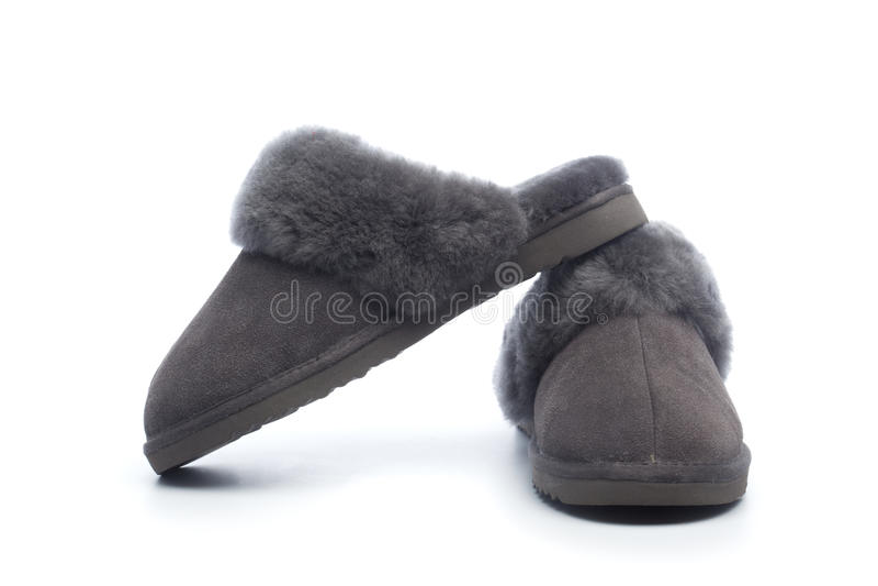 Paia delle pantofole di cuoio handcrafted con il rivestimento della lana immagini stock libere da diritti
