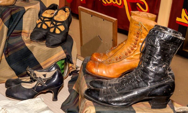 3 paia delle scarpe antiche immagine stock libera da diritti