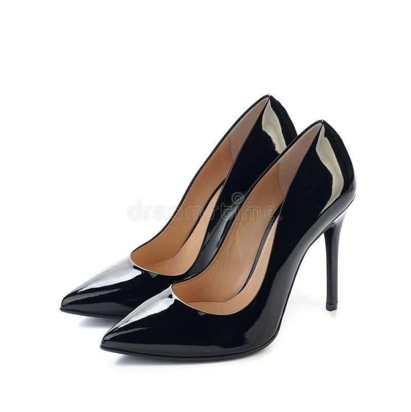 Paia delle scarpe nere del classico delle donne dei tacchi alti fotografia stock