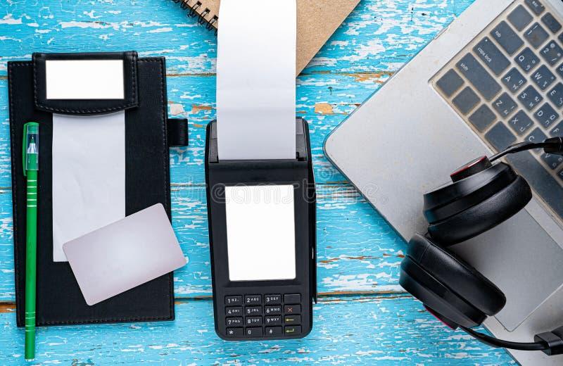 Paiement commode avec la technologie moderne image libre de droits