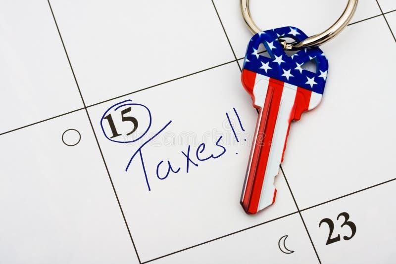 Paiement de vos impôts à l'heure photos stock