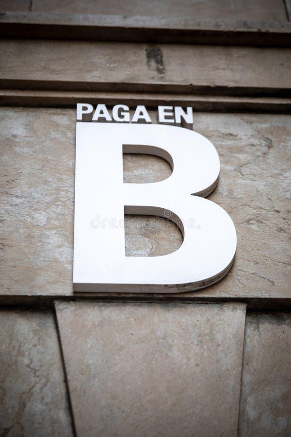 Paiement en argent de noir de B dans espagnol images libres de droits