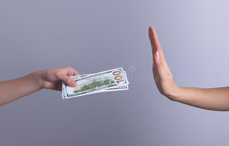 Paiement illicite d'argent de mains non image stock